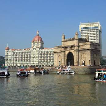 Mumbai, Gate of India and hotel Taj Mahal Palace